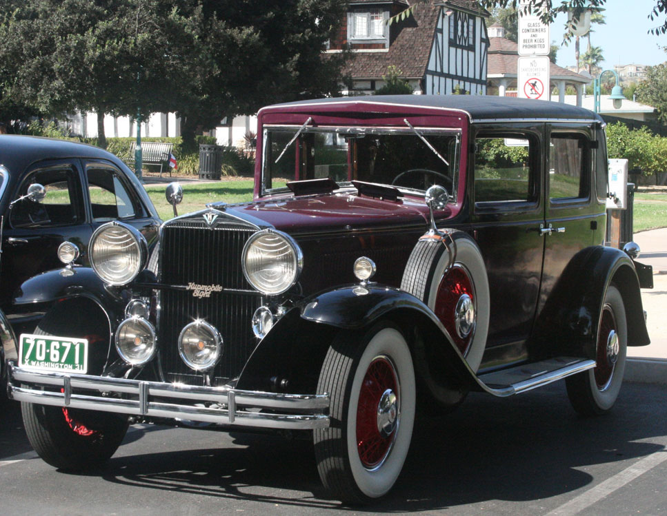 1931 Hupmobile 8 in front of H. Lee House